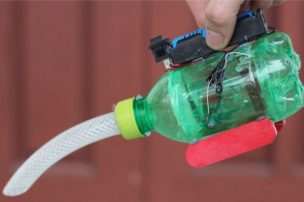 Tạo máy hút bụi đơn giản dùng chai nhựa
