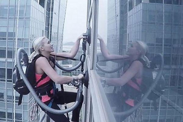 Thử thách dùng máy hút bụi leo lên tòa nhà cao tầng