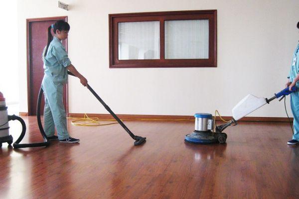 Sôi động dịch vụ vệ sinh văn phòng, nhà cửa dịp tết