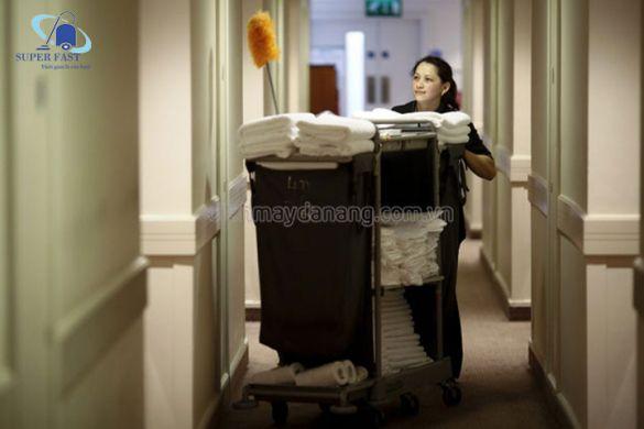 Cách sử dụng xe đẩy dọn phòng cho khách sạn