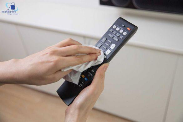 Cách vệ sinh điều khiển tivi, remote cực đơn giản