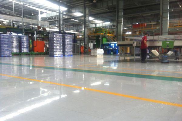 Sử dụng máy chà sàn nhà xưởng an toàn